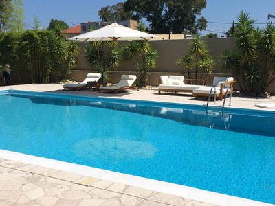 Modern, 4-bedroom house in Roitika with swimming pool and furnished terrace - steps from the beach!
