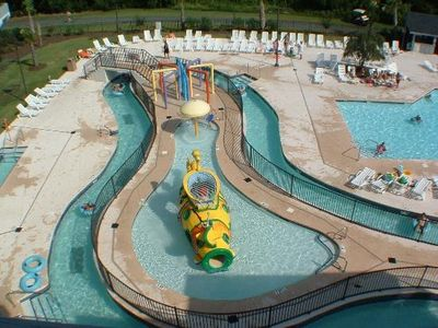 Kids pool with a squirting submarine,rain showers & a huge dump & splash bucket