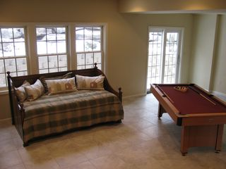 Big Boulder townhome photo - Lower level Living Room with pool table & flat screen.