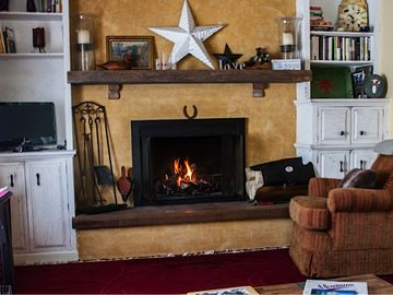 Get cozy around wood burning fireplace (wood provided)!