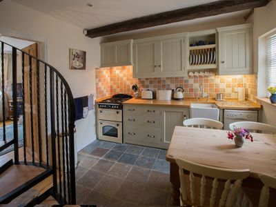 2 Bedroomed Cottage with Spiral Staircase & Stunning View of St. James' Church
