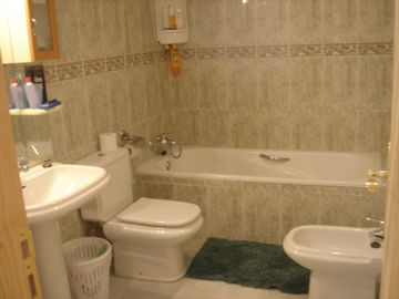 1st Bathroom En-Suite