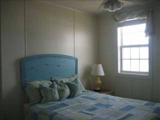 Surf City cottage photo - Ocean Front Queen Bedroom