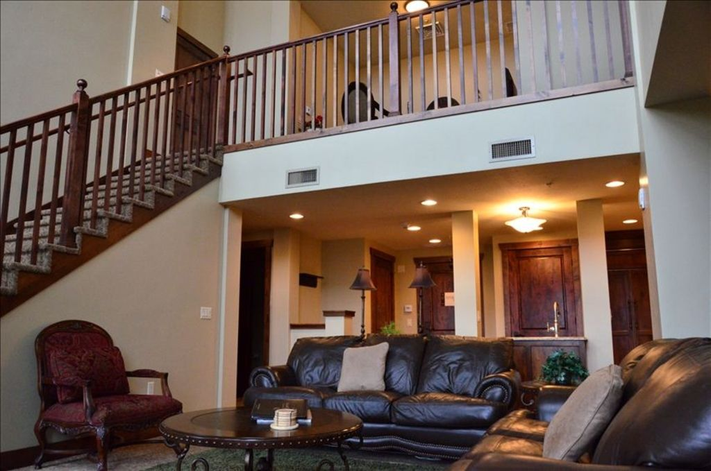 Canyons hyatt escala 3 5 bedroom 3 5 bath vrbo for Living room upstairs