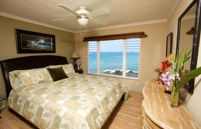 Master bedroom..Views 5 miles into downtown Kona!