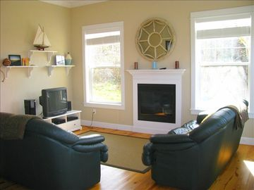 Yachats house rental - Living Room with Gas fireplace