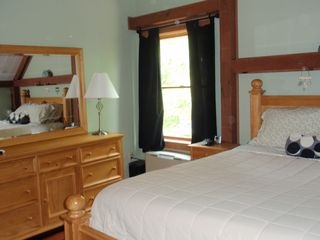 Thornton barn photo - Queen bedroom 2nd fl