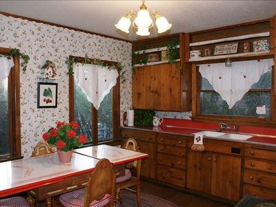 "Huge kitchen, big antique ""tin top"" table for country breakfasts!"