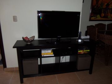 Entertainment System: Flat Screen TV with Cable, DVD Player & Wii Games Console