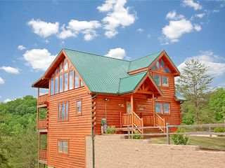 Pigeon Forge cabin photo - Ample level parking on an acre lot. Private beautiful setting with views