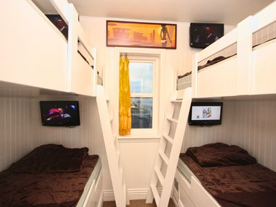Mission Beach condo rental - Four bunks! Four TVs! Four times more fun here!