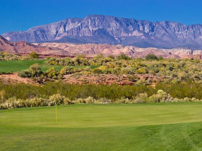 *5-STAR LUXURY TOWNHOME OVERLOOKING CORAL CANYON GOLF COURSE*