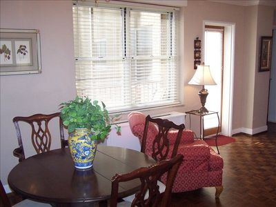 Atlanta,Ga  2BR,2BA condo Peachtree Towers, Dinning Table