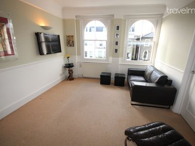 Cozy 1BR APT in Westbourne Park-SS01