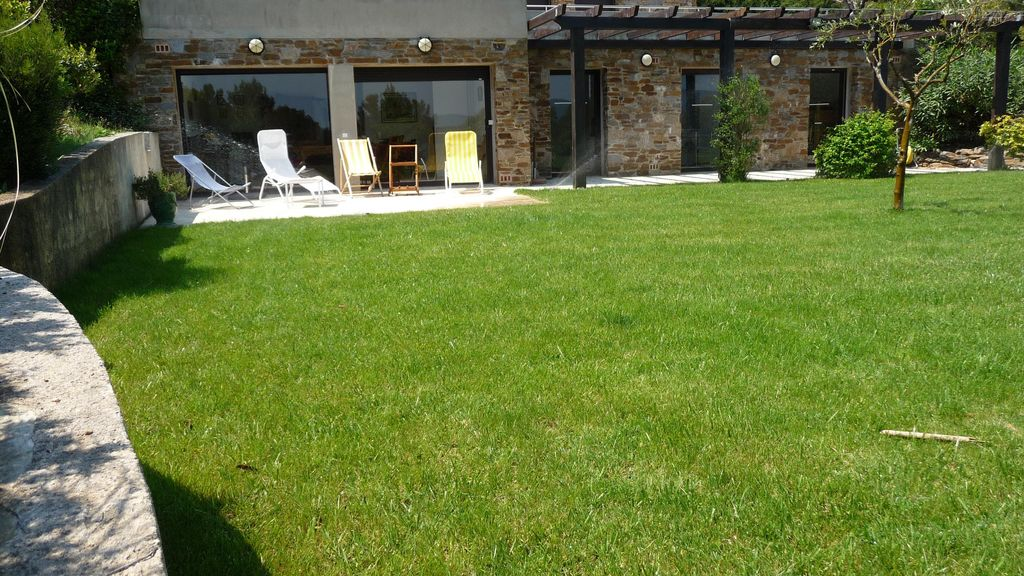 Apartment 100 square meters, close to the sea