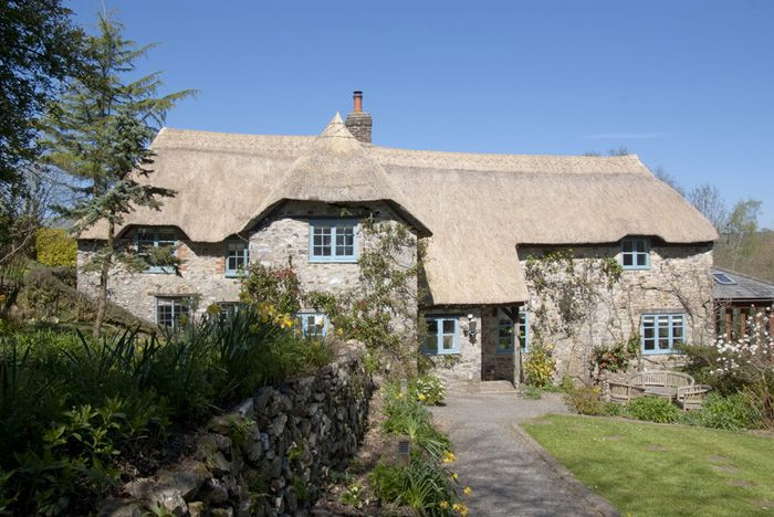 Beautiful thatched cottage, dating back to the 17th century,in secluded location