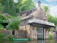 HORTON LODGE BOATHOUSE, pet friendly in Rudyard Lake, Ref 23174