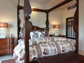 Majestic four-poster bed