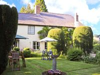 THE WILLOWS, pet friendly, with a garden in Bucknell, Ref 22795