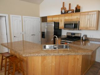 Moab townhome photo - Granite counter tops and stainless steel appliances