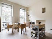 Contemporary townhouse apartment with a balcony in Regent's Park