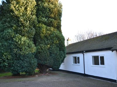 Stunning private 2 bedroom lodge in beautiful Hale Village -beautiful views!