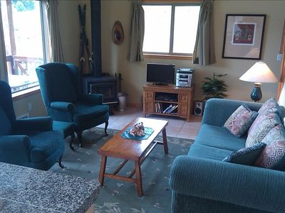 Comfy quality furniture with real woodstove, TV, DVD & DISH...oh, mt views too!