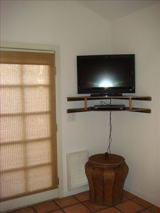 Flat Screen TV w/Cable