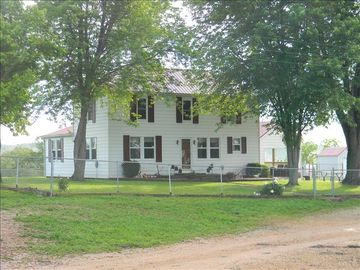 Steelville farmhouse rental