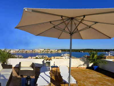 2 panoramic rooftop terraces overlooking the sea, the beach, central + quiet,