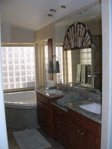 Mast bath,corner Jacuzzi,dbl sinks w/custom stain glass,glass block walls