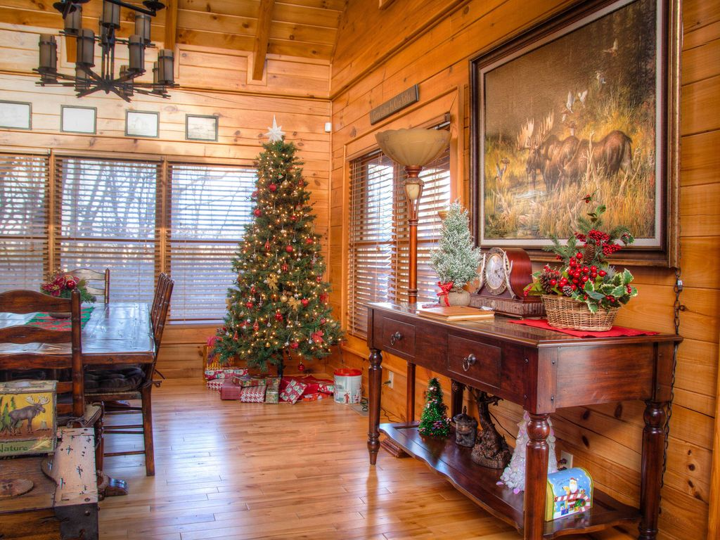 Pigeon Forge 2 Bedroom Suites Luxury 3 King Suite 1 2 Mile To Pigeon Forge Parkway Great Rates