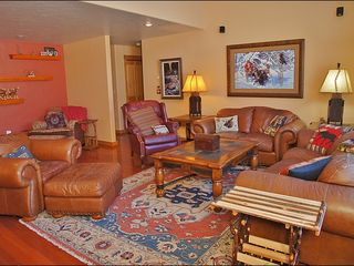 Big Sky townhome photo - Plenty of Seating around the Fireplace & Entertainment Center