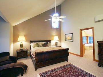 Upstairs Master w/ King Bed & Flatscreen TV