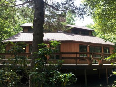Tannersville house rental - Contemporary with big deck in addition to covered pavilion in back