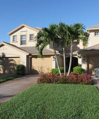 Bonita Springs townhome photo - Gorgeous lush landscaping