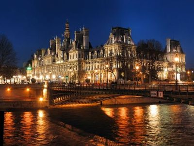 Hotel de Ville, walking distance from your studio!