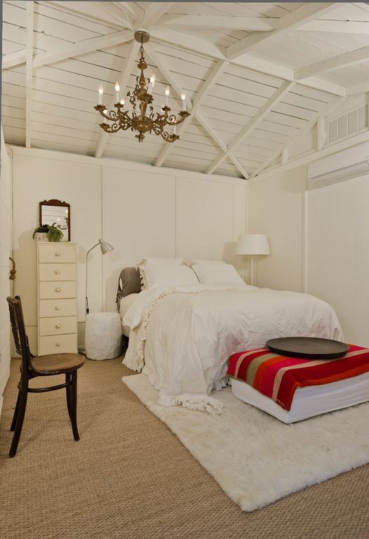 poolhouse bedroom, vaulted ceiling