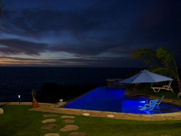 Milolii house rental - Sunset over the Pacific ocean