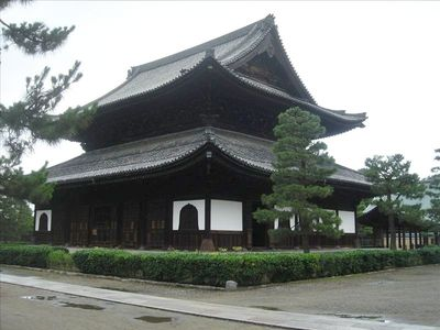 Kenninji Temple, our immediate neighbor, with expansive grounds and gardens