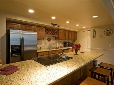 Middle Level: Full Kitchen, high end NEW appliances & kitchen wares