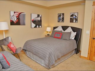 Steamboat Springs townhome photo - Bedroom 3 - Queen & Twin, TV
