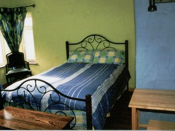 Blue room with a queen and single bed (sleeps 3)