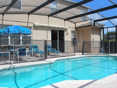 Spacious fully furnished home w heated pool and spa, 25 mins from Parks