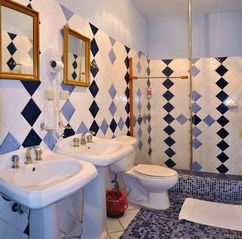 Santo Domingo hotel photo - Stylish double size andalucian bathrooms in every room