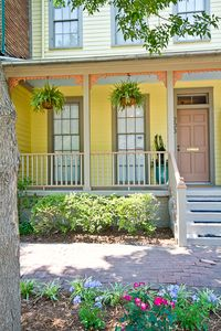 """Delight on Duffy"" - a signature Busy Bee Cottage - This townhome sleeps up to 7"