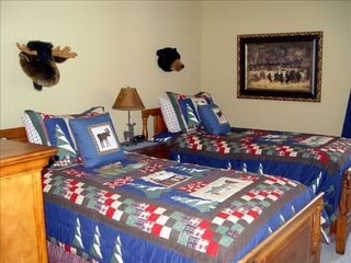 Wintergreen house photo - Lodge-themed twin bedroom