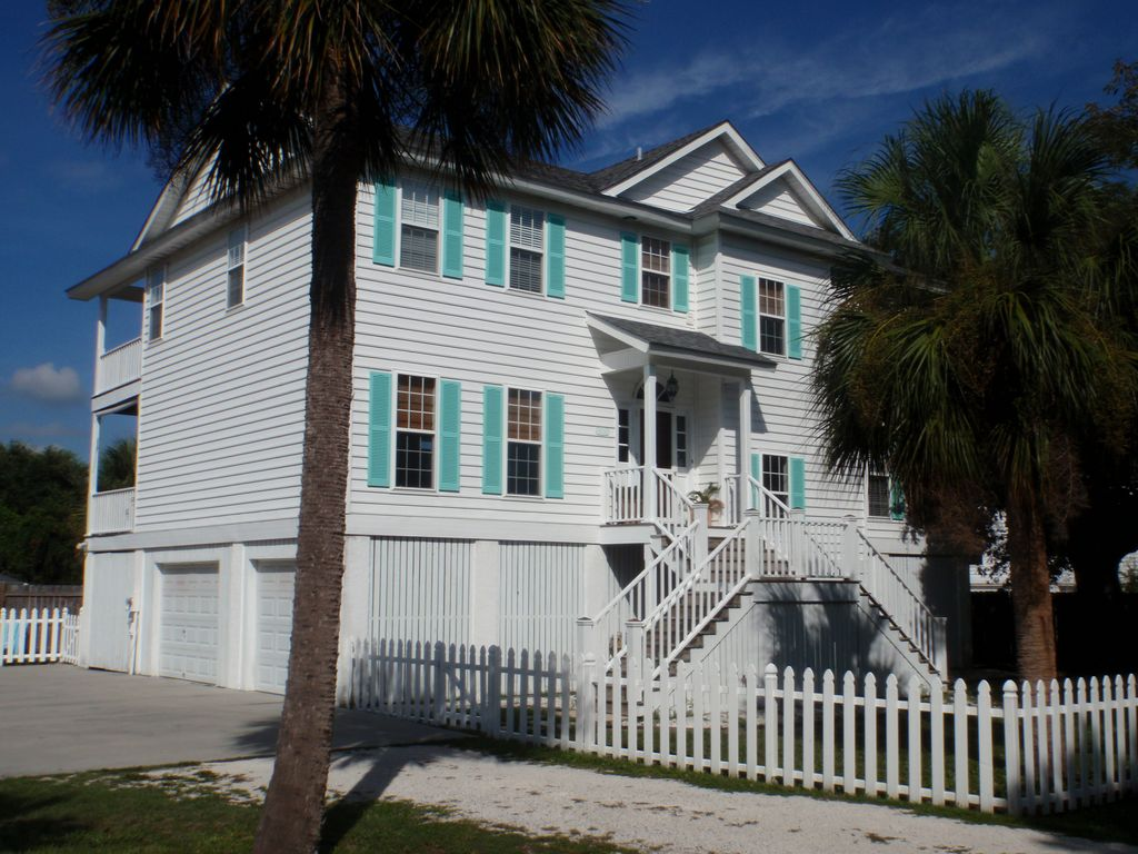 One House Back From The Beach Lovely Homeaway Tybee