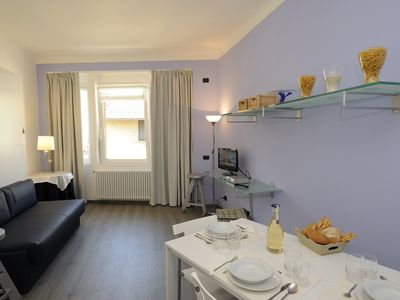 Apt in centre of Stresa, minutes from lake, WiFi, Air/Con, terrace, 3 days min