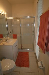 Cape Coral house rental - Pool bathroom (2. bathroom)